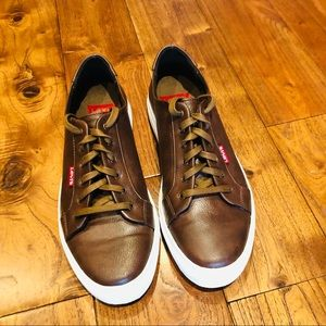 Nwot levi's brown leather casual shoes men's size 8.